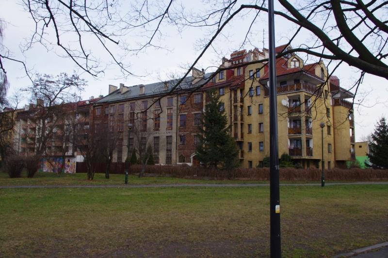alleyway in the Kurlandzki Boulevard; buildings in Wietora street; view towards the the east