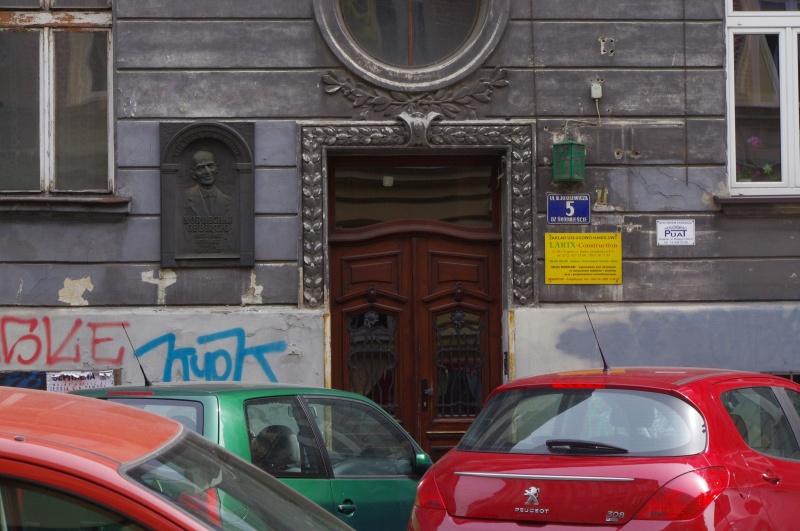 Entrance gate to a tenement where Mordechai Gebirtig lived before the war