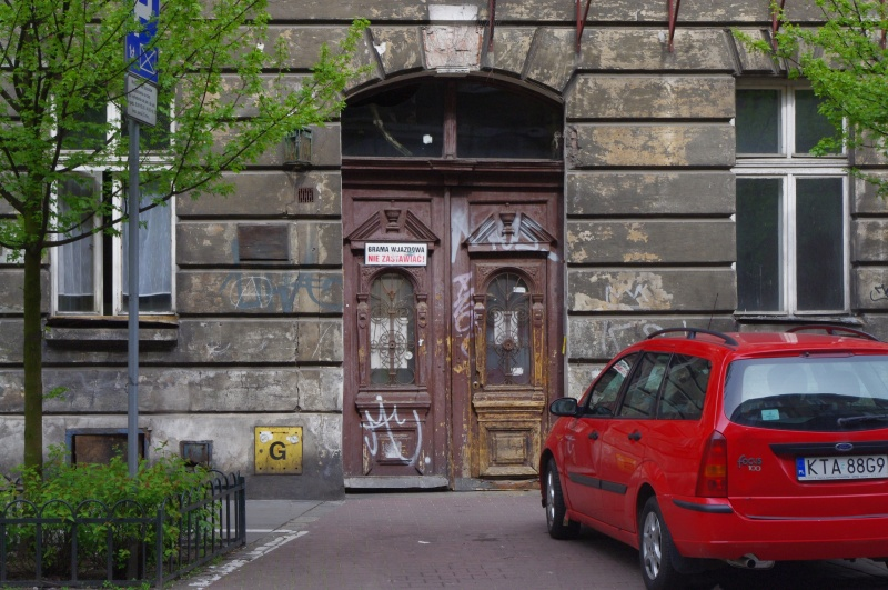 Entrance gate to a tenement