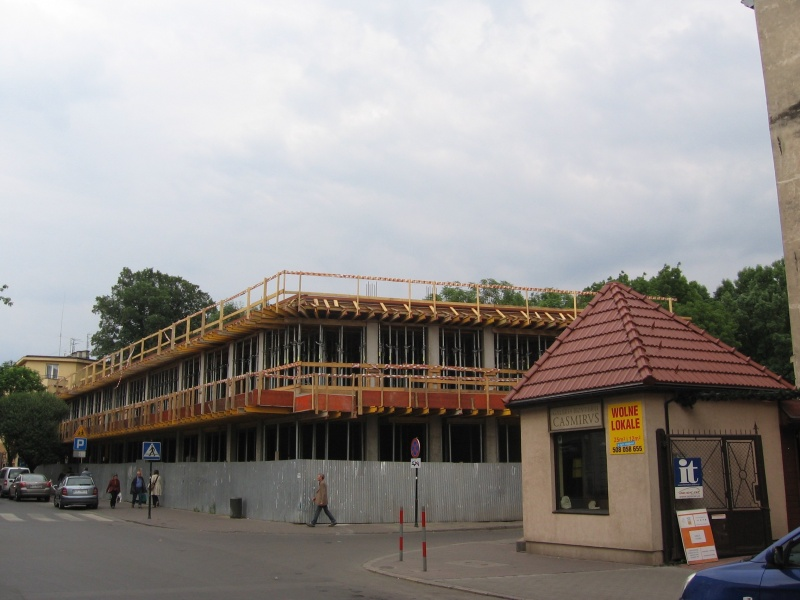 construction of a new building at 33 Miodowa street on a plot next to the Remuh cemetary