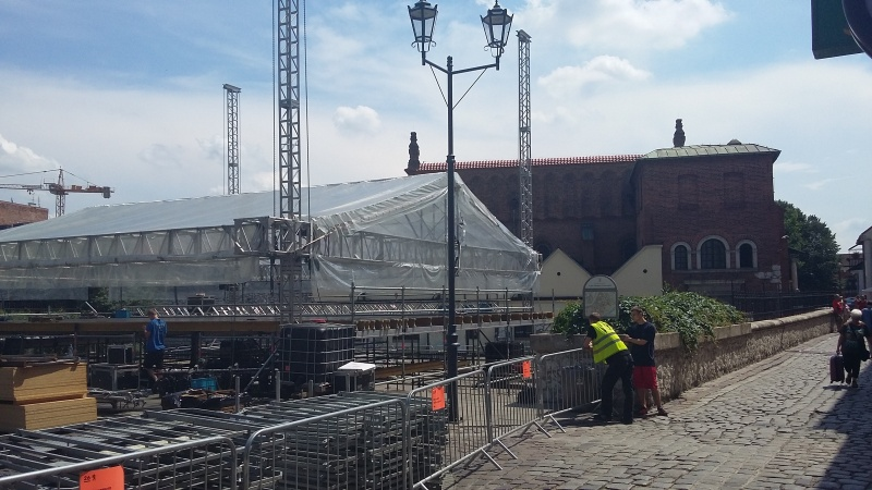 Constructing a stage for a concert, in the background Old Synagogue