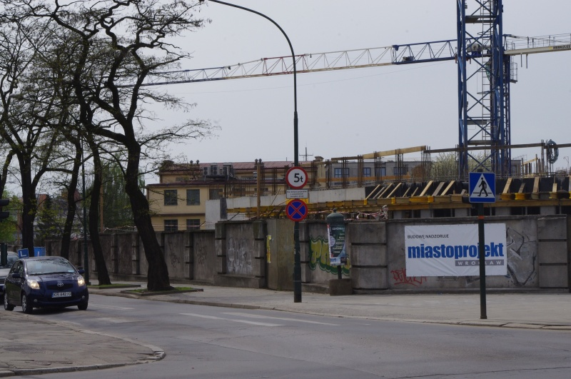 Construction of Tauron offices at the junction of Starowiślna and Podgórska streets