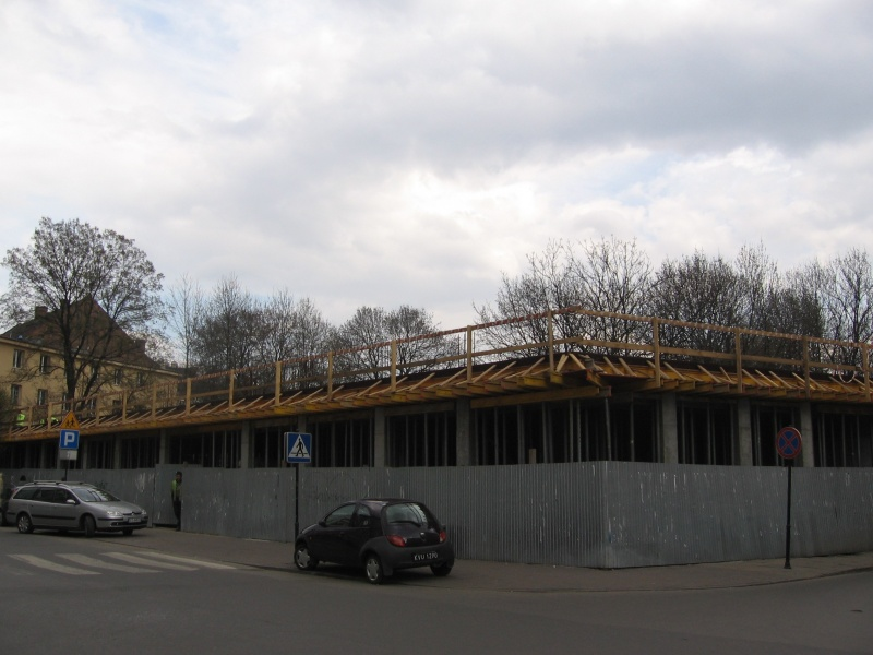 construction of a new building at Miodowa 33, beginnings
