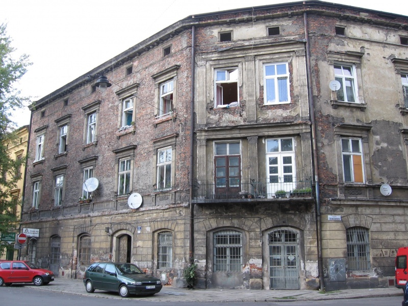 A building at the corner of Mostowa and Trynitarska street