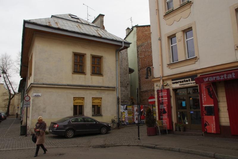 corner building at 20 Kupa street/ 5 Izaaka street; on the right building 3 Izaaka street; on the left Izaaka street; view towards the east
