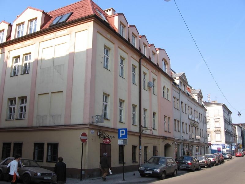 Tenement at 22 Józefa street with an antique shop