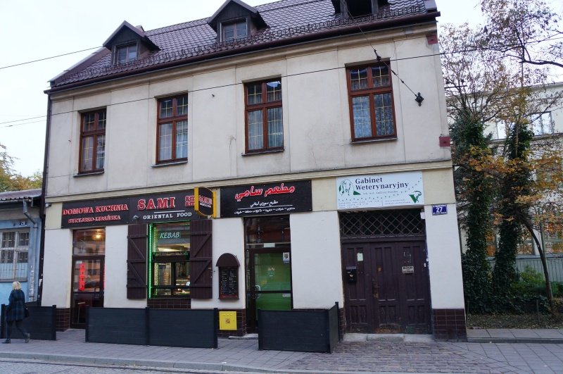Building at no. 27 św. Wawrzyńca street with an oriental fast food restaurant and a vet office