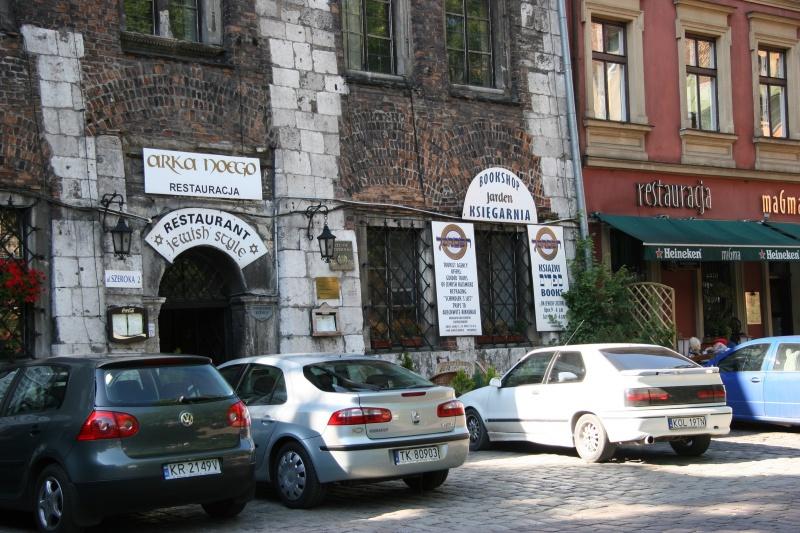 Budynki i restauracje w północnej części ul. Szerokiej