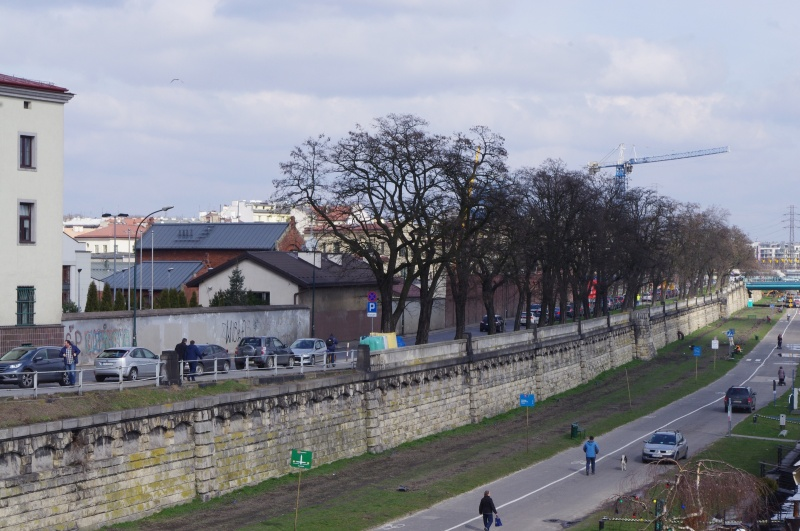 Kurlandzki Boulevard, view from the Bernatek footbridge, the Vistula River