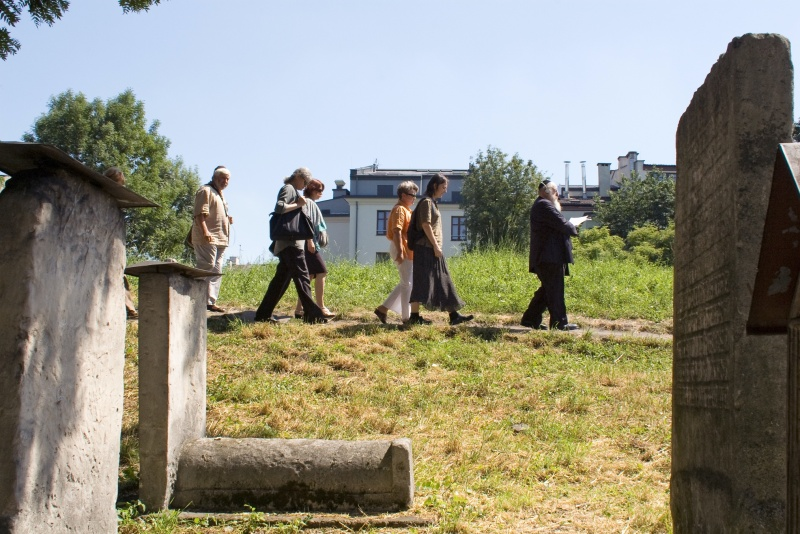 Visiting the Jewish Remuh Cemetery, in the background hotels in Ciemna street