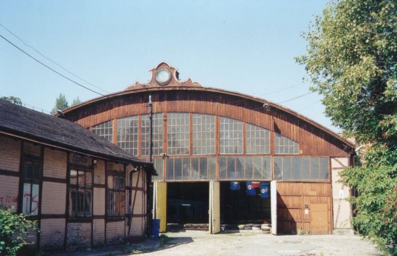 Former standard track tramway hall in the summer of 2004, the function of a go-cart racing track