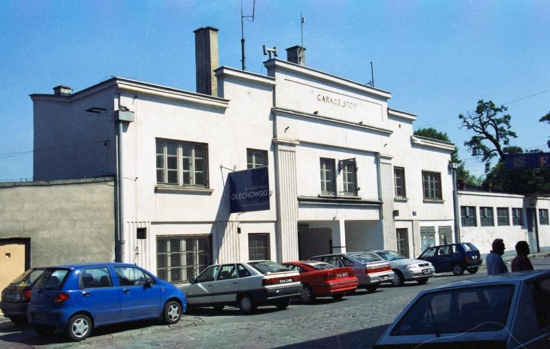 street, cars, one-storey building