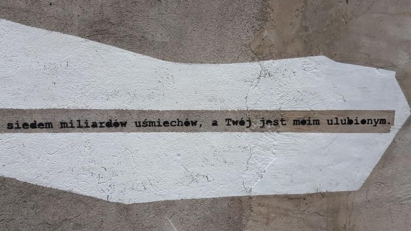 Jednobarwny street art wykonany techniką szablonu, autorstwo: Mephisto
