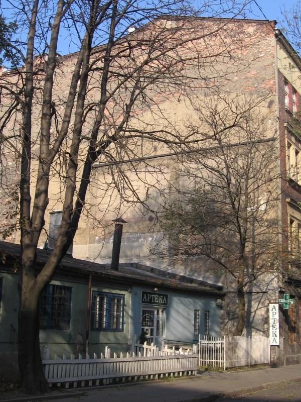 A one storey annex at Bonifraterska street
