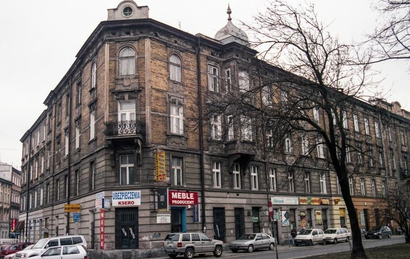 street, on the left trees in prospect, corner tenement