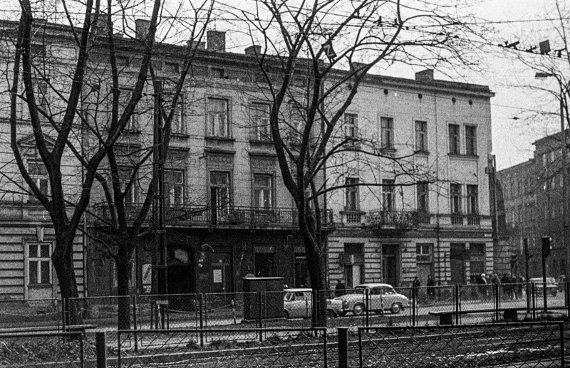 pierzeja ulicy, kamienice dwupiętrowe w zabudowie zwartej