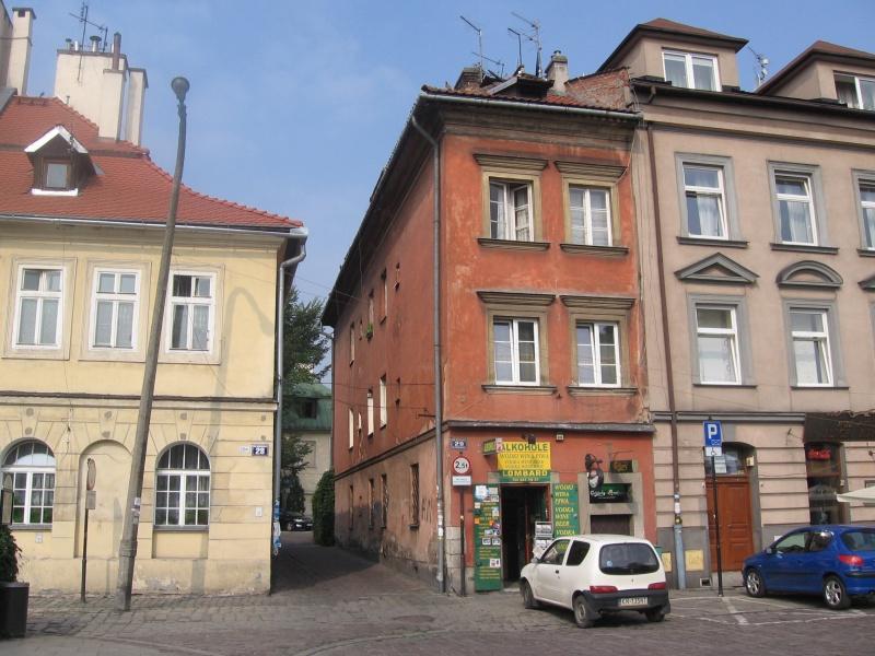 Tenements at no. 28, 29 and 30 Szeroka street with a passage to Lewkowa street