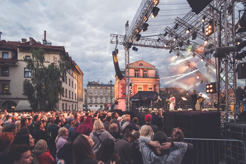 Closing concert of the 28th Jewish Culture Festival, in the background Na przejściu and Dajwór streets