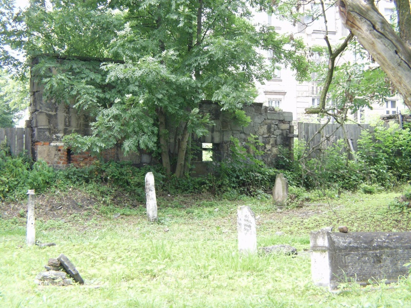 graves in Remuh cemetery, in the background Miodowa street
