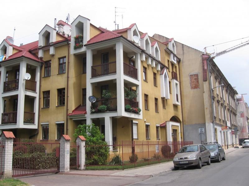A newer (post-war) tenement on Piekarska street