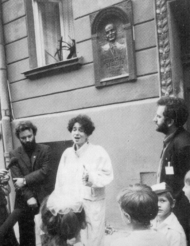 odsłoniecie tablicy pamiatkowej poświeconej Mordechajowi Gebirtigowi, śpiewa Shura Lipovsky