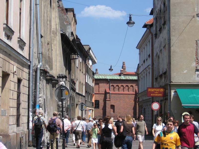 Odwiedzający Kazimierz w dzień Bożego Ciała w 2007 r. spacerujący po ul. Józefa
