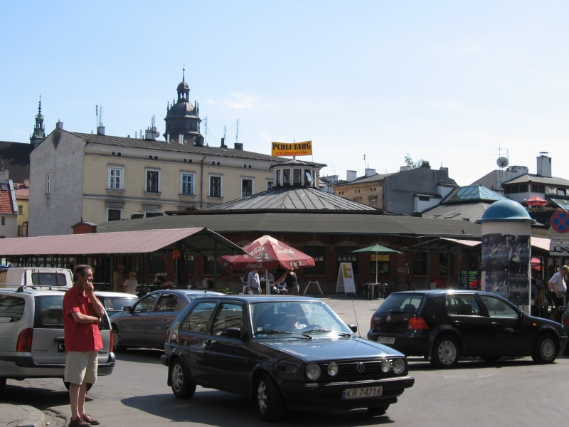 Visitors to the Sunday flea market on Nowy Square