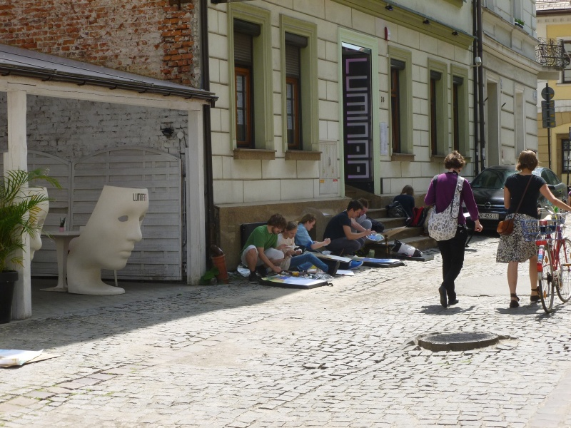 Painting in plein-air in Kupa street (1)