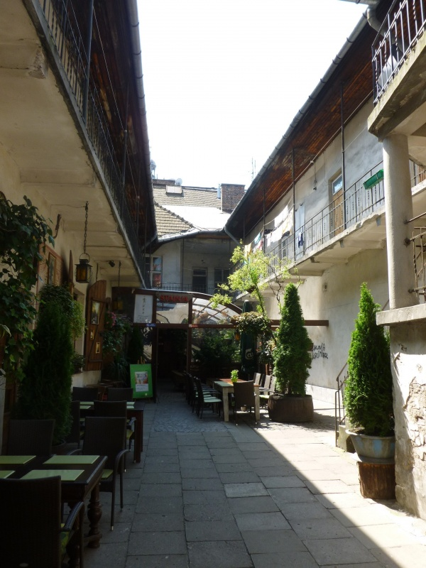 Courtyard in Meiselsa street (2)