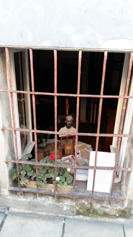 The Mordechaj Gebirtig Memorial - view through the window