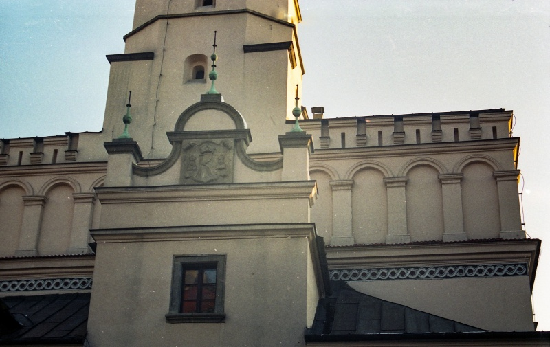 at the bottom the crowning of avant-corps, fragment of attic, above tower with clock