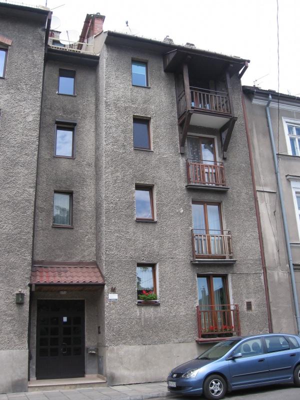 A post-war tenement house in Piekarska street