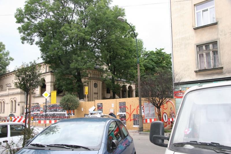 Still empty plot next to the Tempel synagogue at 24 Miodowa street