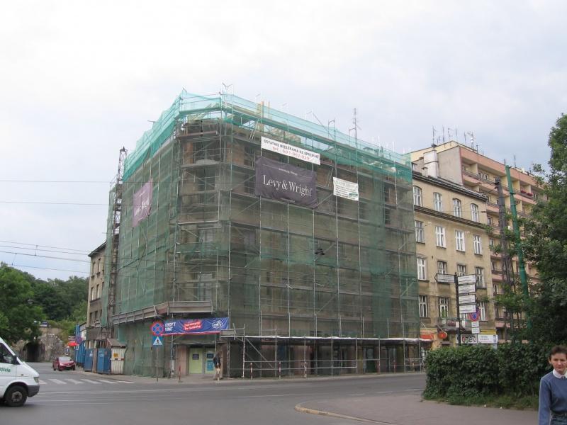 Remont elewacji budynku na rogu ulic Starowiślnej i Miodowej