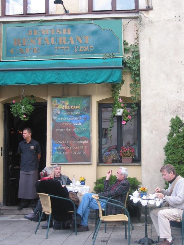 Restauracja Żydowska odwołująca się do kultury żydowskiej przy ul. Szerokiej 17