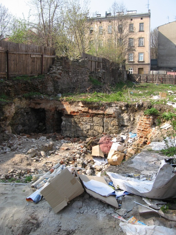 Rubbish and ruins in place of demolished buildings at no. 35 Miodowa street