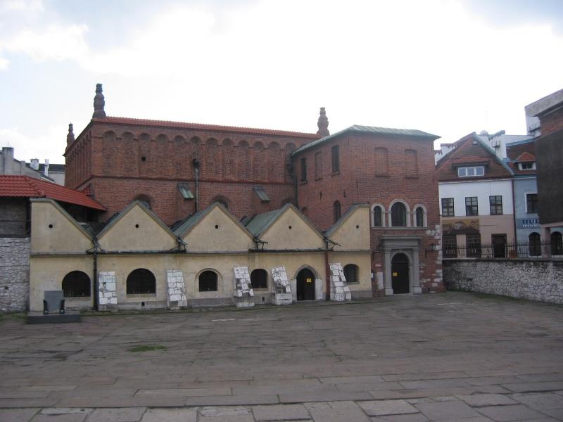 Stara Synagoga widziana z ulicy Szerokiej