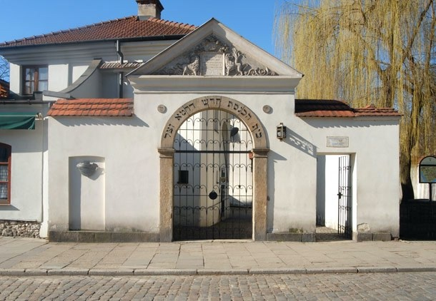 Entrance gate to the courtyard of Remuh Synagogue, at 40 Szeroka street