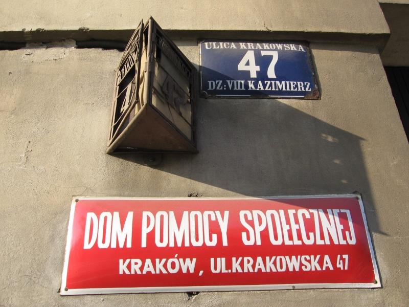 Szyld Domu Pomocy Społecznej przy ul. Krakowskiej 47