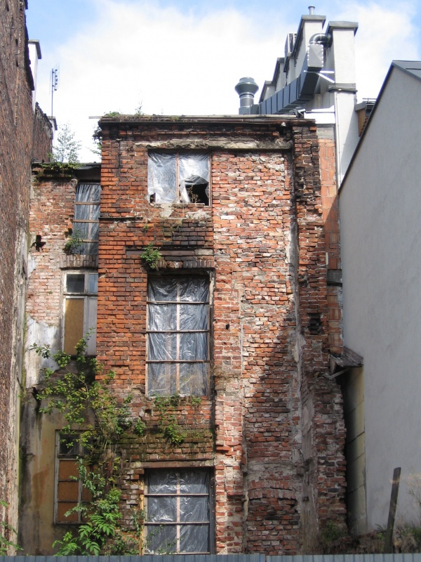 Backs of tenements at Szeroka street seen from Lewkowa street
