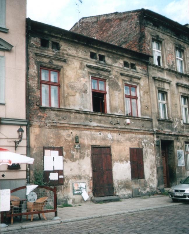 Budynek przy ulicy Szerokiej 31 przed wyburzeniem