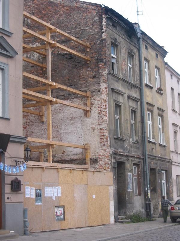 pusta parcela przy ulicy Szerokiej 31 po wyburzeniu dotychczasowego budynku