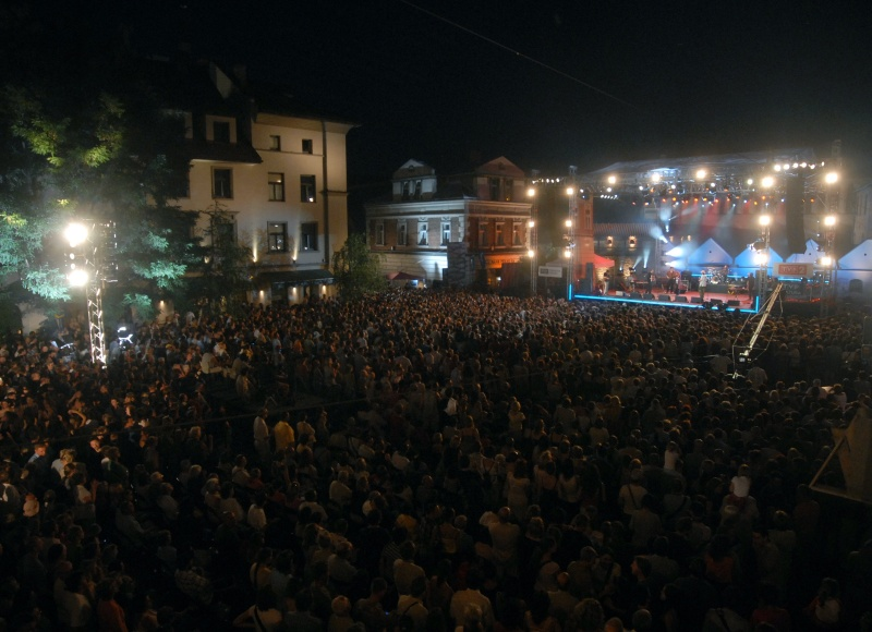 Szeroka street during a concert at the 17th Jewish Culture Festival, in the background Ester hotel