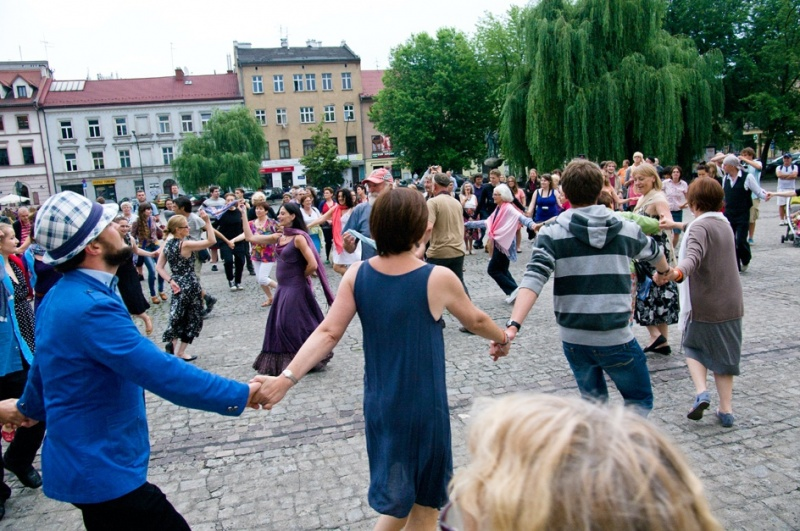 People dancing during dance workshops in Wolnica square