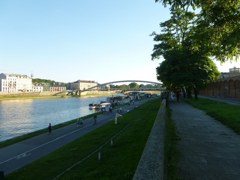 Widok na Bulwar Kurlandzki i ulicę Podgórską