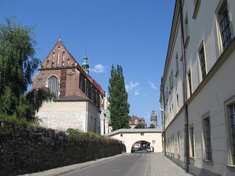 Widok ulicy Skałecznej z klasztorem sióstr Augustianek, kościołem św. Katarzyny i klasztornym mostkiem w 2005 r.