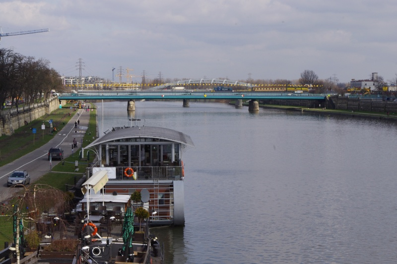 View from the Bernatek footbridge to Powstańców Śląskich bridge and the Vistula river