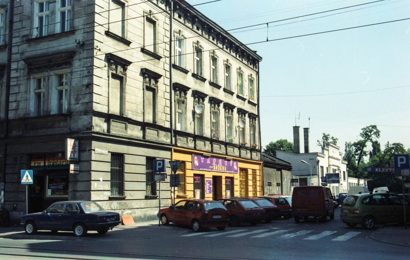 street junction, cars, two-storey corner building