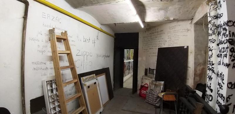 Wnętrze galerii sztuki Otwarta Pracownia