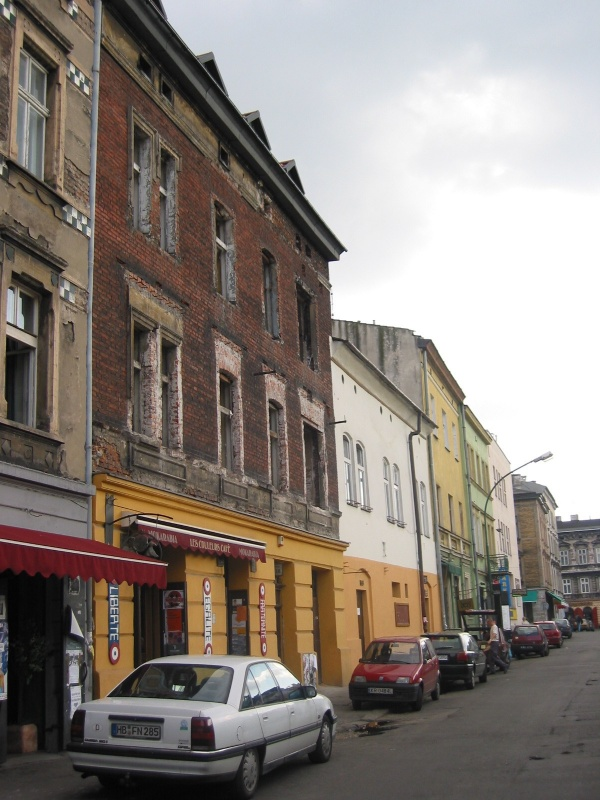 Eastern frontage of Nowy Square - 10 Estery street with Les Couleurs Cafe